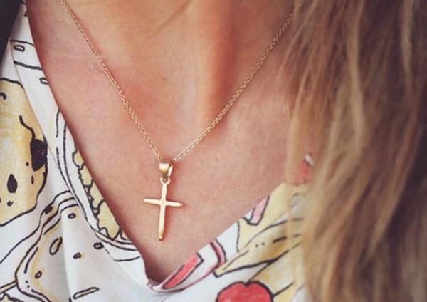 ネックレスをプレゼントする意味~ペアアクセはネックレスやピアスといったシルバーアクセサリーを扱う【silver tree】で~